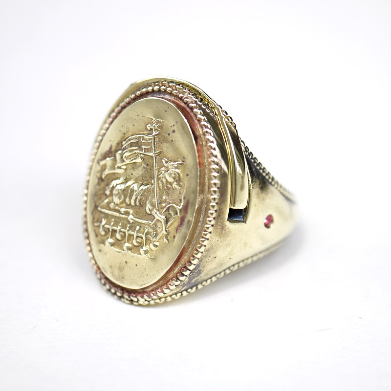 LOCKET RING Agnus Dei