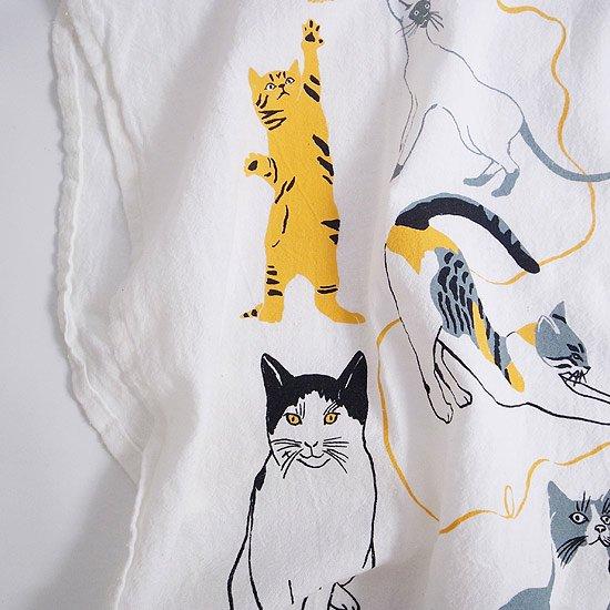 様々な表情で描かれた猫のイラスト