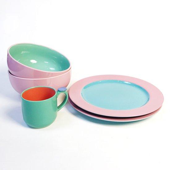 ポストモダンの影響がうかがえる、1980年代に作られていた日本製の食器のシリーズ