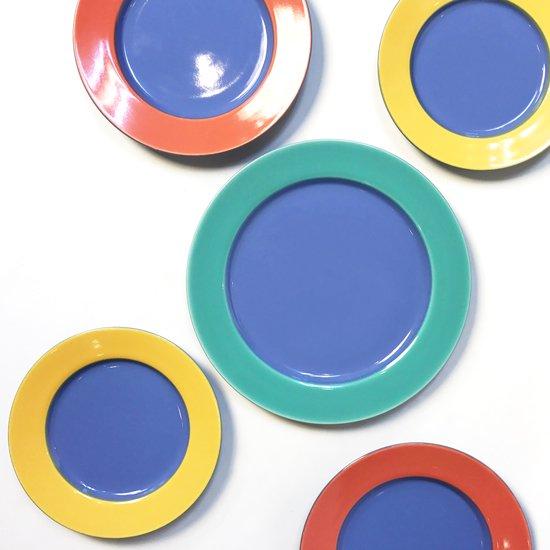 ポストモダンの影響がうかがえる、1980年代に作られていた日本製の食器のプレート