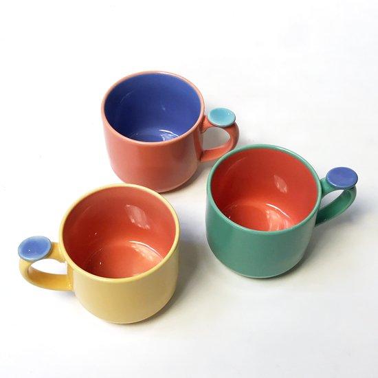 ポストモダンの影響がうかがえる、1980年代に作られていた日本製の食器のマグカップ