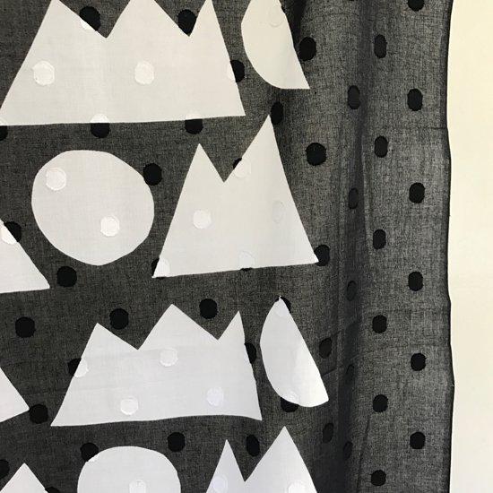 山内染色工房: 柔らかな素材の風呂敷『日月山』/ 黒