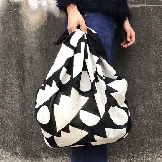 モダンな柄のバッグとしても(画像は『日月山』を使用しています)