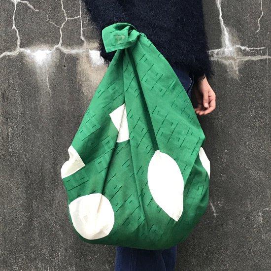 モダンな柄のバッグとしても(画像は 『木葉』/ 緑 を使用しています)