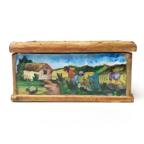 1970年代ペルーで作られた手描きの絵画が施された木箱