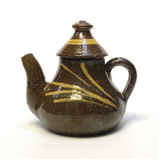 スペインのブノの街で作られた古い陶器のティーポット
