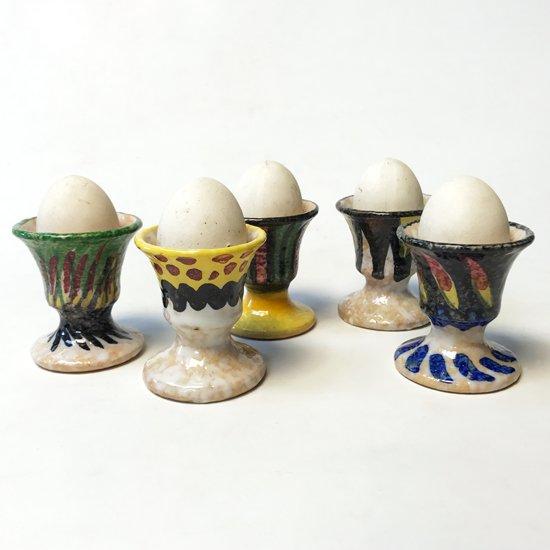 スペインの陶芸スタジオ サンギーノ で作られたエッグスタンド