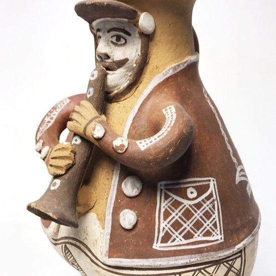 1970年代ペルーで作られた人型のベース
