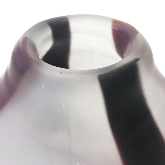 ぽってりとしたモダンなフォルムが特徴のフロストガラスのベース