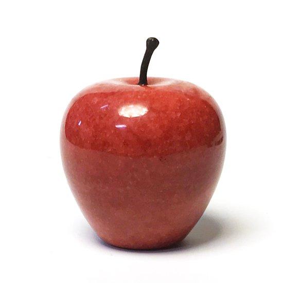 デッドストックで見つかった大理石のりんごのオブジェ