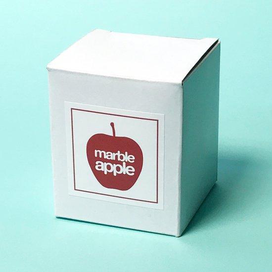 レトロでポップなデザインのボックス入り