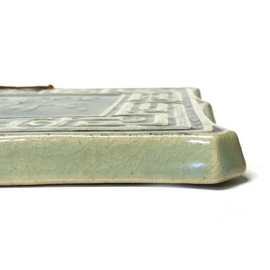 北海道小樽の工房 小樽窯 三代目・白勢栄悦氏によるアイヌ文様と古代文字を用いた陶板