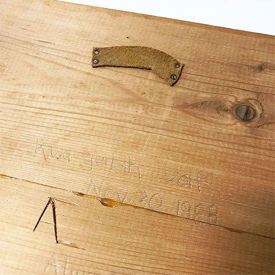 購入された際に書き込まれた年号とアーティストのサイン