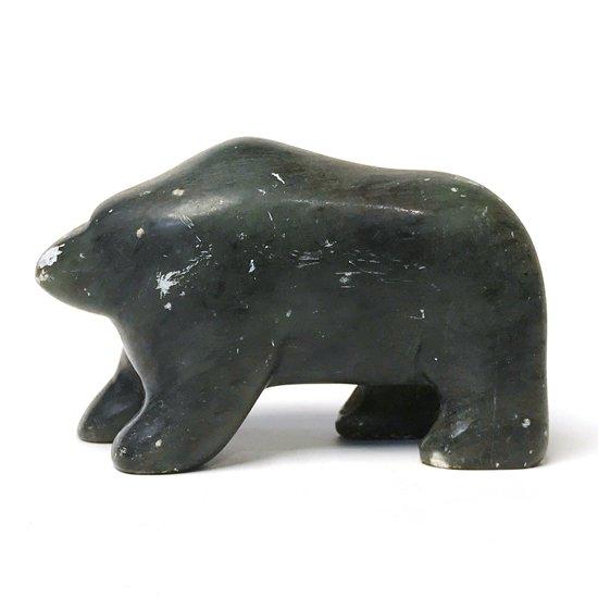 クマをモチーフとしたソープストーンの彫刻