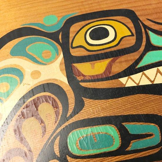 ネイティブアメリカンに伝わるシャチの図案がプリントされた1980年代の木製のトレー