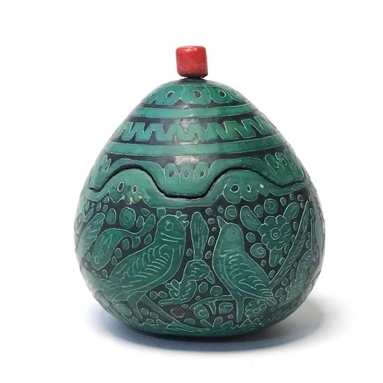 メキシコのミチョアカンで作られた古いひょうたん細工の蓋物