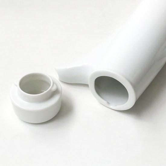 アメリカのミッドセンチュリー期を代表するデザイナー LaGardo Tackett による白磁の食器のシリーズの一つ