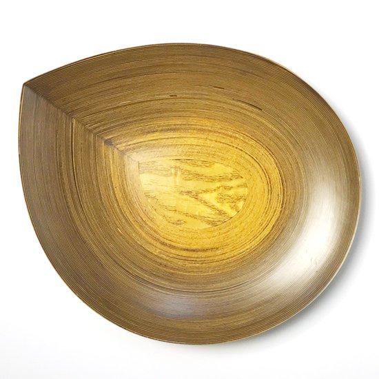 「雫」と呼ばれる特徴的な形のプレート。ブナコの技術を活かした見た目にも美しい優れたデザイン。