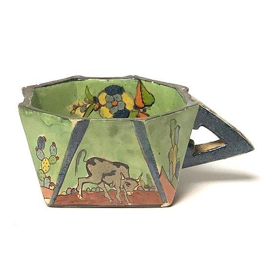 1970年代にメキシコで作られた、珍しい幾何学的なフォルムのマグカップ