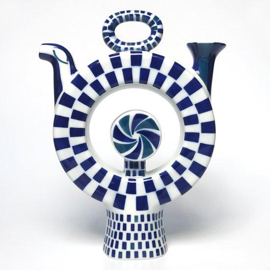 スペインの高級磁器メーカー サルガデロス で製作されたオブジェとしてデザインされたジャグ