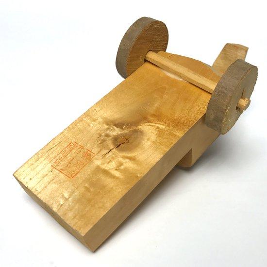 大分県に古くから伝わる木工玩具、北山田で作られていた古いきじ車