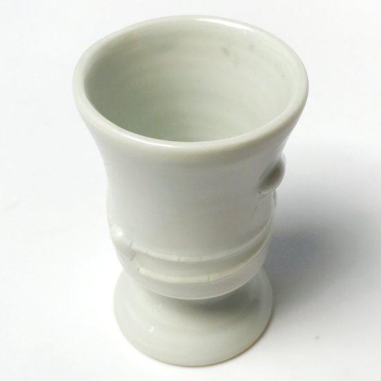 京都出身の陶芸家 上田恒次(1914-1987) による白磁の高杯