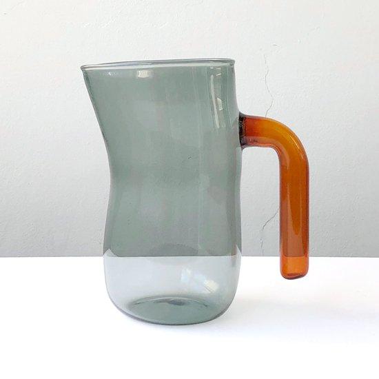 ドイツ出身のアーティスト Jochen Holz による、インカルモという技法を使ったジャグ