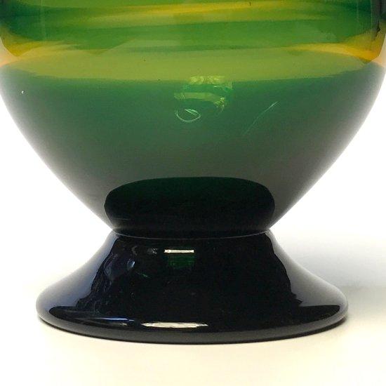 舩木道忠 の息子であり 舩木研兒 を兄に持つ、ガラス作家 舩木倭帆(1935-2013) による花瓶