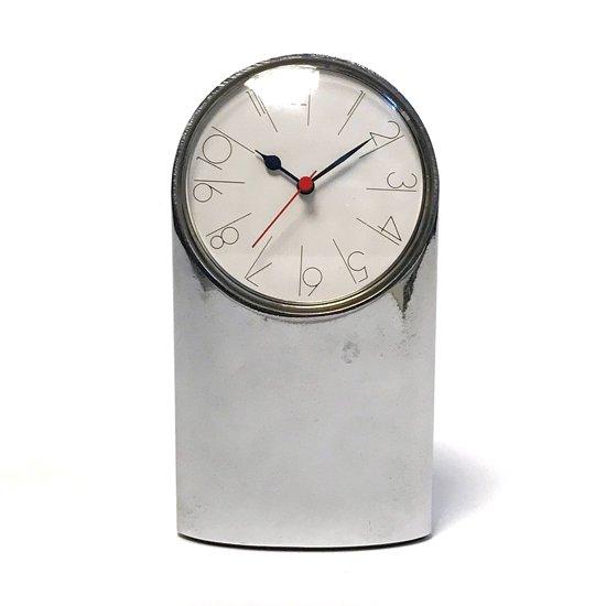 Artemide社 のために、ドイツのプロダクトデザイナー Richard Sapper が1971年にデザインした置き時計