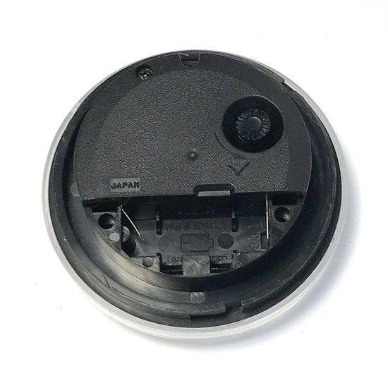日本製のムーブメント。単5電池を使用