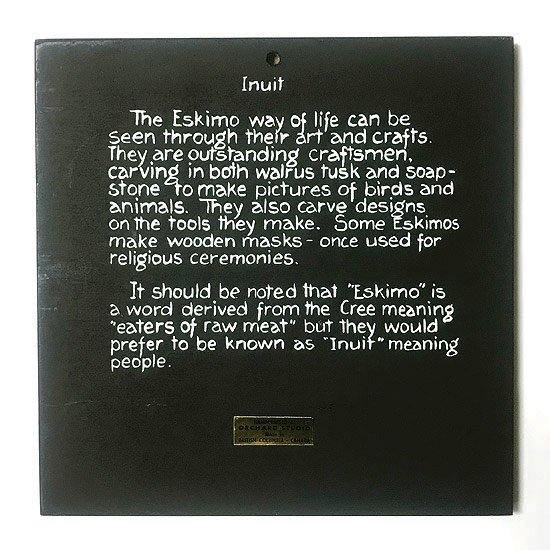 1980年代にカナダのアートスタジオ Orchard Studio が制作したイヌイットのアート作品をモチーフとした壁掛けのプレート
