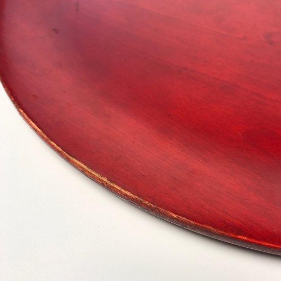 くり貫かれた持ち手が特徴的な日本製の古いトレー