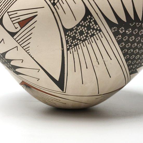 メキシコにある陶芸の村 マタ・オルティス のアーティスト Mauro Quezada が1985年に製作したベース