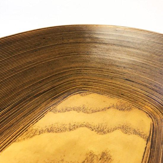 底板に長方形の板が使われたデザイン。シンプルながらも数の少ない貴重なモデル