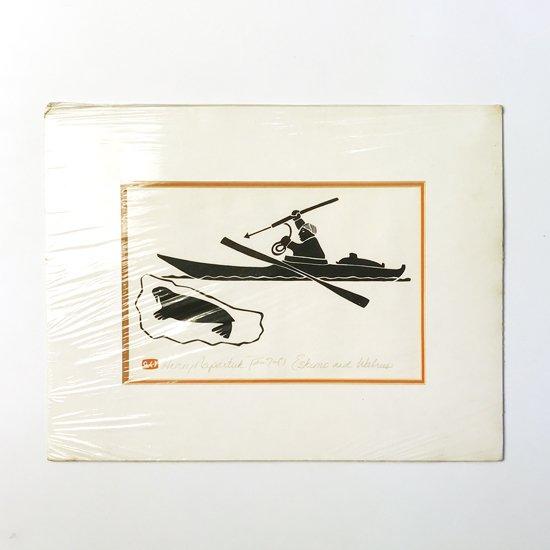 イヌイットのアーティスト Enook Manomie による1980年前後の石版画のスクリーンプリント 『Eskimo and Wslrud』