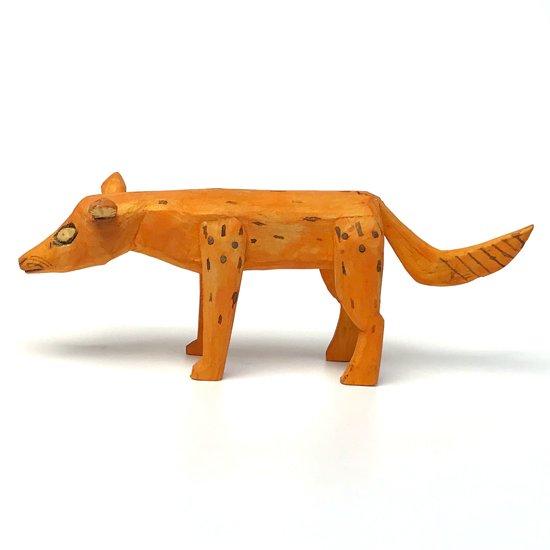 メキシコのオアハカを代表するフォークアート ウッドカービング のコヨーテ