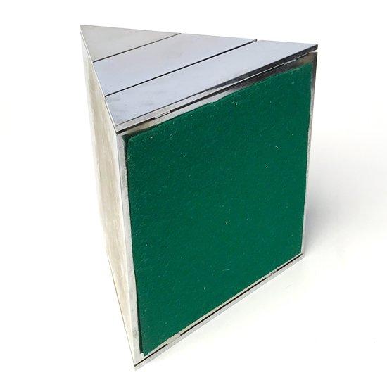 松グラフィカルなデザインが目を惹く引き出し式の古いジュエリーボックス