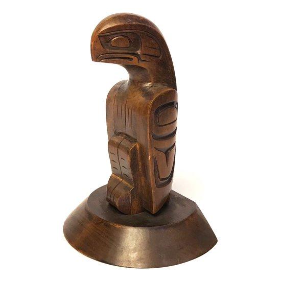 ネイティブアメリカンのアーティスト George Matilpi による彫刻作品