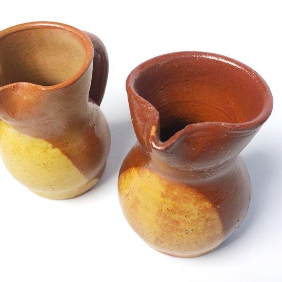 スペインのブノの街で作られた古い陶器のピッチャー
