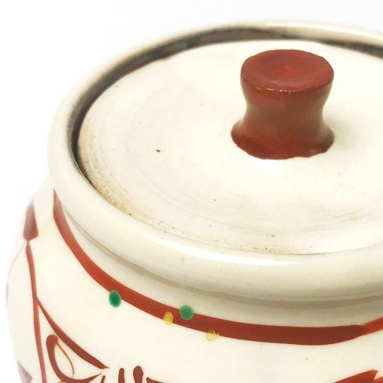 益子で作られた古い赤絵の小壺。蓋物は珍しい