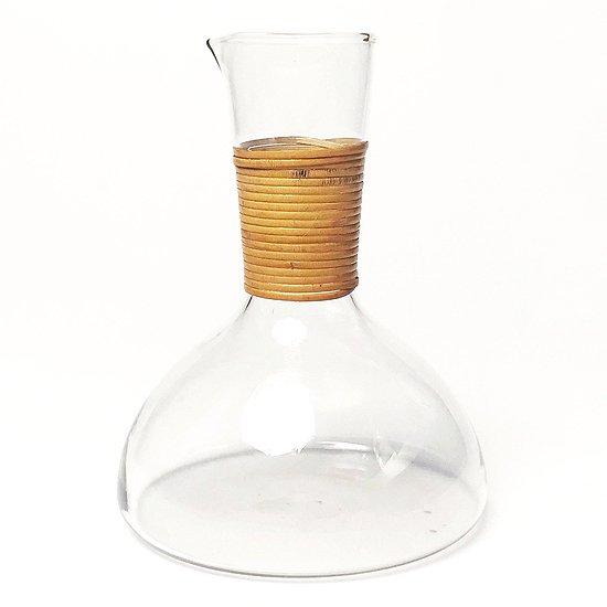 北欧の古いガラス製品を彷彿とさせるデザインの古いカラフェ