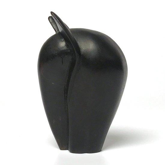 1970年代に北米のアーティストによって制作された、木彫りのゾウ