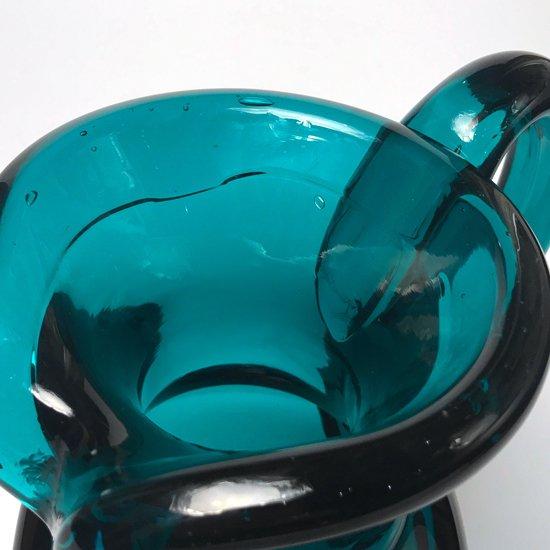 スペインの工房で作られた、迫力のある存在感の古い手吹きガラスのピッチャー