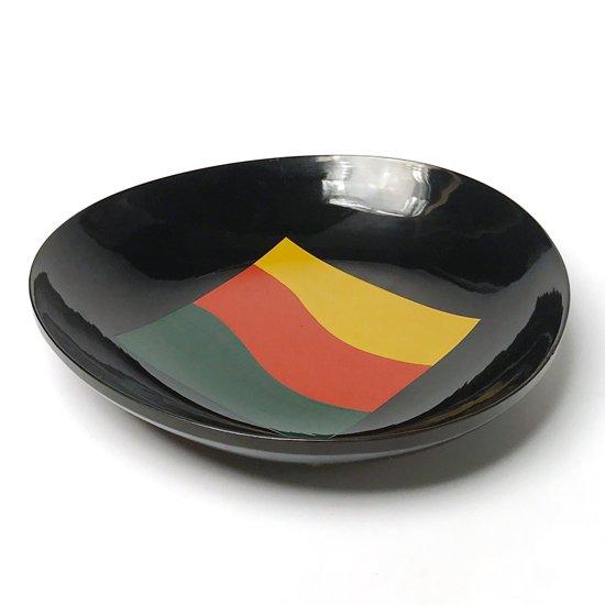 色漆を用いた幾何学柄が特徴的な、京都の漆器工房で製作された古い浅鉢