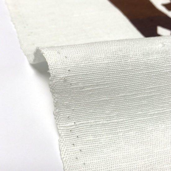 染織家 柚木沙弥郎さん によってデザインされたスクリーンプリントのタペストリー