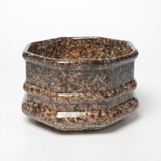 スプラッターペイントに特徴的なフォルムの陶器のボウル