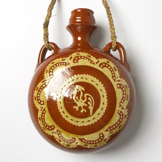 スペインで作られた古い陶器の壁掛けのベース