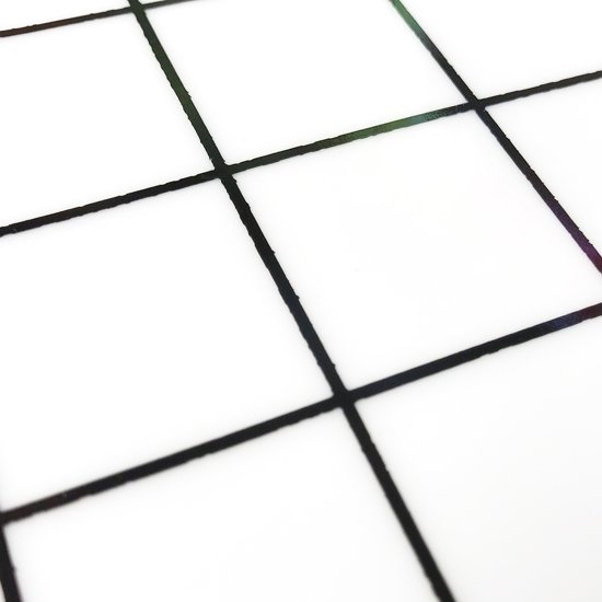 """Grid"" Plate - よく見るとギザギザのライン"