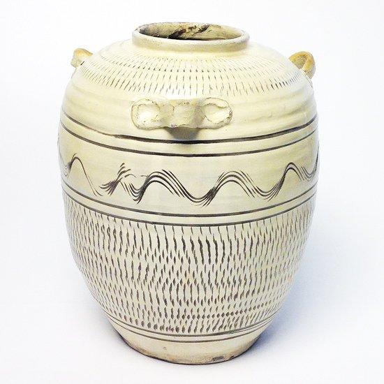 日本一の民窯 小鹿田焼 の素朴ながらも力強く美しい1970年代の耳付壷
