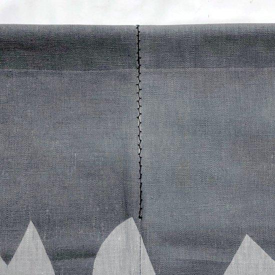 山内染色工房: のれん『日月山』/ 墨灰